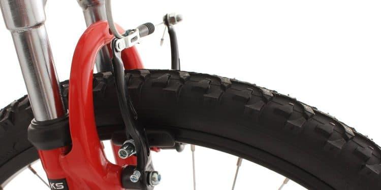 resserrer les freins d'un vélo